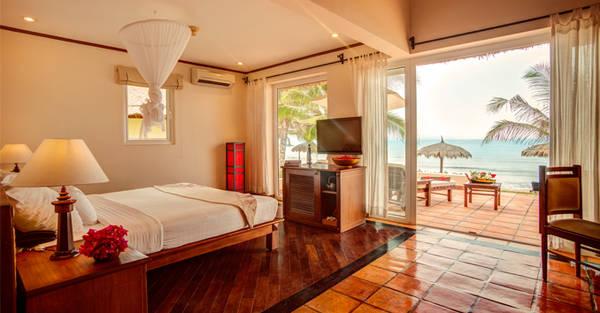 Những bungalow gần biển như thế này sẽ là lựa chọn hoàn hảo cho các cặp tình nhân hay những du khách đã trót mang lòng yêu biển. Ảnh: victoriahotels