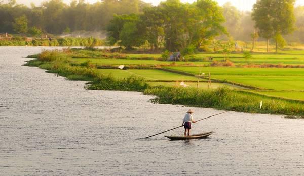 Khung cảnh bình yên của sông Hương. Ảnh: Huỳnh Tuấn