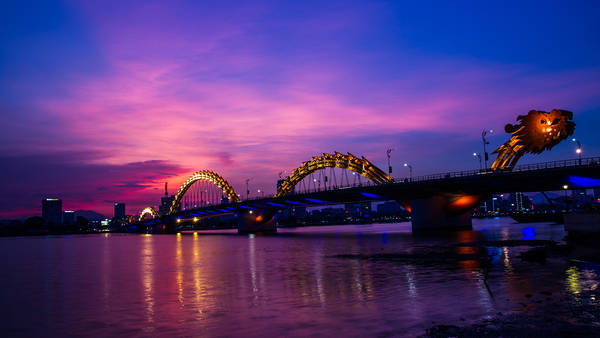 Cầu Rồng, biểu tượng của Đà Nẵng. Ảnh: thanhtungo