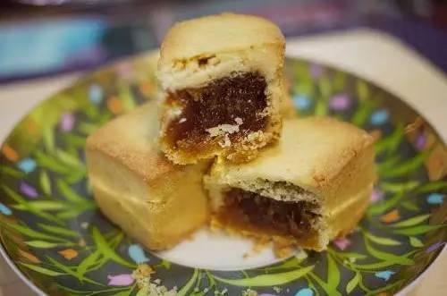 Bánh dứa: Bánh dứa Đài Loan là sự hòa quyện vị thơm mát, chua tự nhiên của trái dứa, vị dịu ngọt của mạch nha, vỏ bánh mềm tạo nên một sản phẩm giàu chất xơ với hàm lượng vitamin cao.