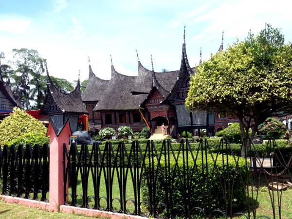 Taman Mini là địa điểm du lịch rất phù hợp với việc có trẻ em đi cùng. Ảnh: Discoveryourindonesia.com