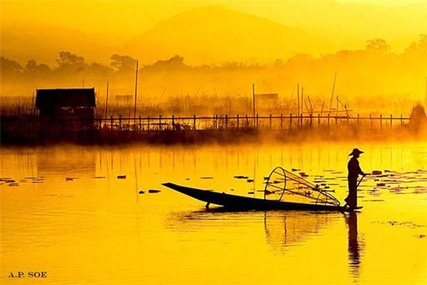 Người đánh cá trên sông Inle.