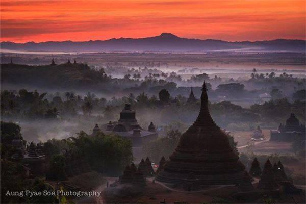 Thành cổ tại Mrauk U, Myanmar: Được phát hiện lại trong thế kỷ này, vương triều bí ẩn Mrauk U có hơn 700 ngôi chùa. Rừng già vẫn bao phủ nhiều công trình.
