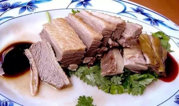 7. Ăn thịt ngỗng và mì sợi. Nằm trên đường Ximending, cửa hàng ngỗng nổi tiếng lâu đời chỉ bán mì sợi, thịt ngỗng và nội tạng ngỗng sẽ để lại cho du khách hương vị ngọt ngào khó quên.