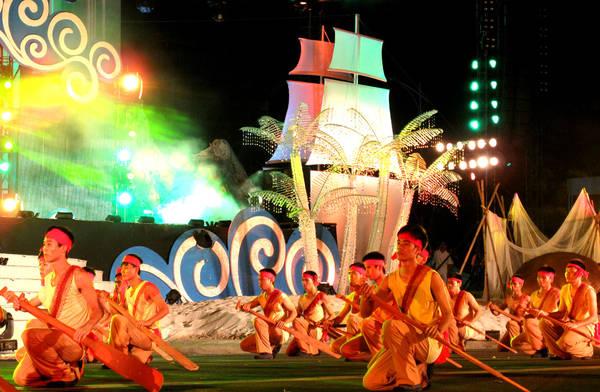 Biểu diễn nghệ thuật trong khuôn khổ Festival. Ảnh: laodong