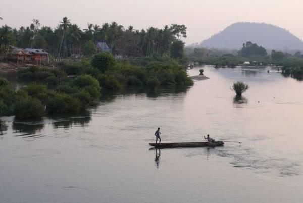 <strong>Sông Mekong: </strong> Mekong là con sông dài nhất khu vực Đông Nam Á với 4.350 m. Từ Trung Quốc, sông chảy qua các nước Myanmar, Lào, Thái Lan, Campuchia và Việt Nam. Tại Lào du khách có thể khám phá cảnh sông bằng một chuyến du thuyền sang trọng.