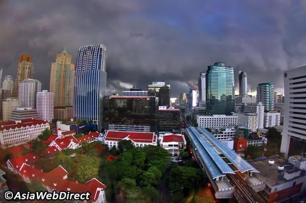 Có rất nhiều trải nghiệm thú vị du khách nên thử ở Bangkok khi trời mưa. Ảnh: bangkok.com