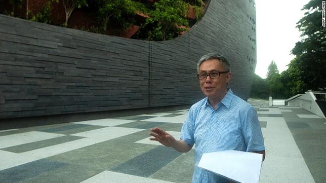 Trong ảnh là kiến trúc sư nổi tiếng Mok Wei Wei người Singapore, ông cũng là người chịu trách nhiệm cho nhiều dự án quan trọng khác, bao gồm dự án cải tạo Bảo tàng Quốc gia Singapore và nhà hát Victoria…