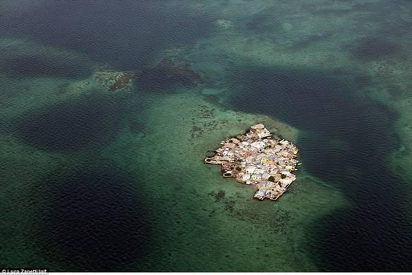 Hòn đảo thuộc vùng Caribbe này cách Cartagena (Colombia) 2 tiếng đi tàu và có mật độ dân số cao gấp 4 lần Manhattan (khu trung tâm tài chính của New York, Mỹ).