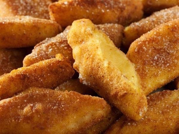 Vào những tháng mát trời, các khu chợ ở Veneto đều thơm lừng mùi Crema fritta, món kem trứng được bọc bột mì và chiên lên nóng hổi.