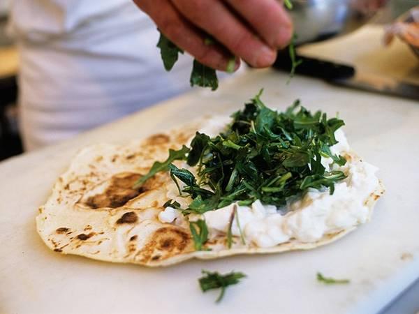 Cũng giống như panelle, piadina là một trong những món ăn chay của Italy, làm bằng bánh mì dẹt, dầu ô liu, muối và nước. Piadina có thể ăn không hoặc nhồi bất kỳ loại nhân nào bạn thích.