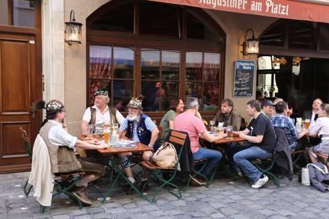 Bia Đức luôn được du khách ưa chuộng khi đến Munich, nơi tổ chức lễ hội bia Oktoberfest hàng năm.