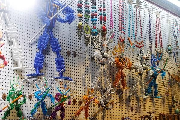 Không chỉ chiều lòng các bạn gái, phố Tây cũng khiến các bạn trai phải thích thú vì những thứ đồ chơi dành riêng cho mình.