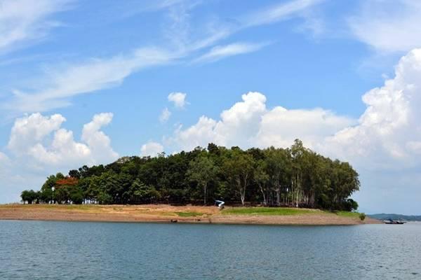 Đảo Chim Ó. Ảnh: Alex Nguyễn.