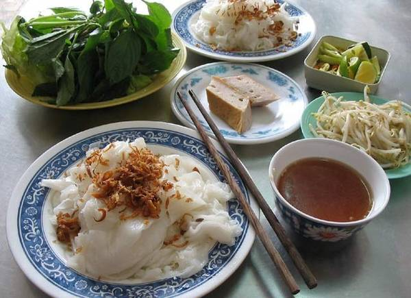 Bánh cuốn là món ăn sáng nổi tiếng đất Hải Phòng.