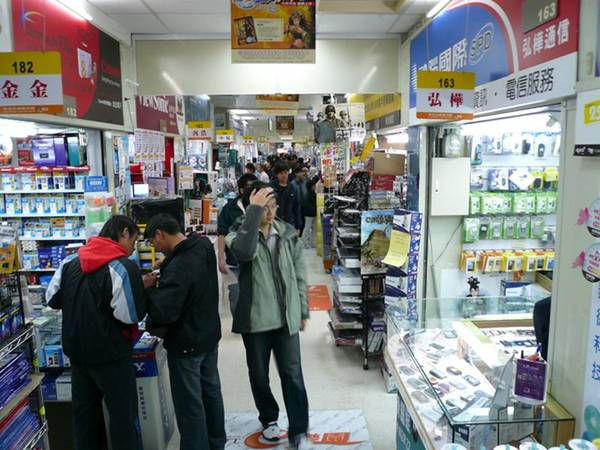 Guanghua nằm tại khu Zhongzheng của thành phố. Du khách có thể đến đây bằng tàu điện ngầm tuyến đường 1 tại điểm Zhongxiao Xinsheng. Ảnh: baike