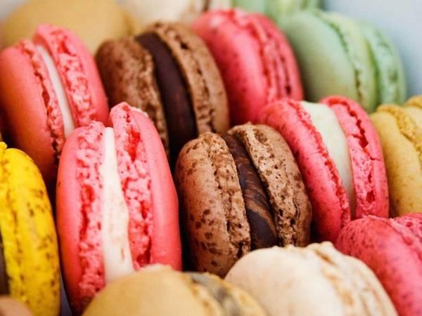 Macaron là một trong những loại bánh tinh tế nhất của Pháp. Ở Paris có 2 hiệu macaron nổi tiếng nhất là Pierre Hermé và Maison Ladurée.