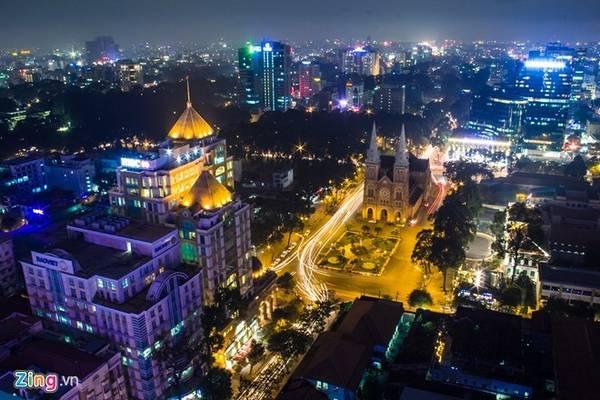 <strong>TP HCM - nơi khách hàng luôn luôn đúng: </strong>Thành phố sầm uất nhất Việt Nam hút du khách với nhịp phát triển mạnh mẽ, những hoạt động buôn bán, nơi vui chơi tấp nập ngày đêm. Ảnh: Hải An.