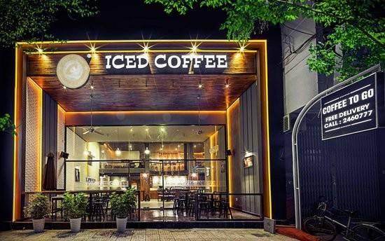 Iced Coffee: Với không gian rộng rãi, hiện đại, cà phê pha chế theo phong cách Italy cùng các món ăn khá ổn, quán cà phê nằm trên đường Nguyễn Thiện Thuật này được các du khách nước ngoài chấm 4,5/5 sao.