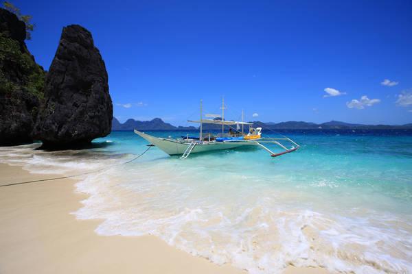 Ở Boracay có tất cả mọi thứ bạn có thể mong đợi từ một thành phố lớn: những món ăn ngon tầm cỡ quốc tế, khách sạn 5 sao cùng những hoạt động giải trí nhộp nhịp về đêm.Ảnh: www.interaksyon.com