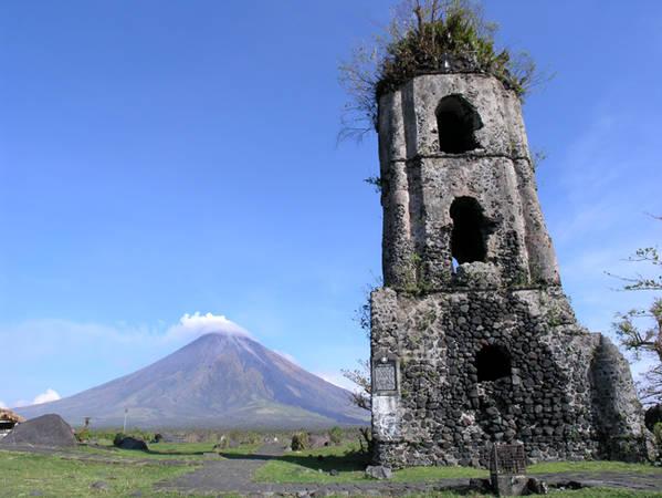 Mayon – ngọn núi lửa đã ngưng hoạt động tại Daraga được biết đến như ngọn núi hình chiếc nón hoàn hảo nhất trên trái đất.Ảnh: en.wikipedia.org