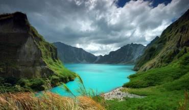 Vẻ đẹp kỳ ảo của hồ Pinatubo. Ảnh: pixdaus.com