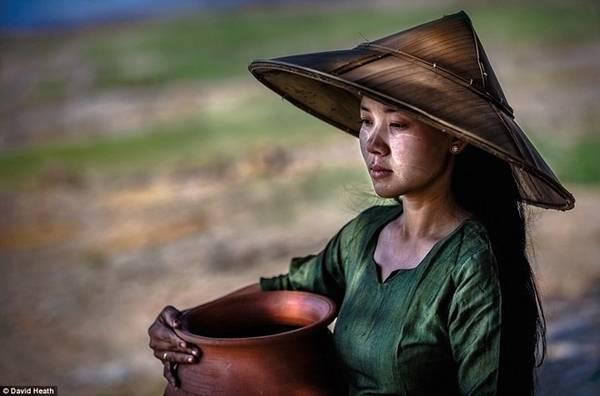 David cho biết lần đầu tiên anh tới Myanmar cách đây 6 năm, nơi đây còn nhiều bản làng cổ vẫn bị cách ly với phần còn lại của thế giới.