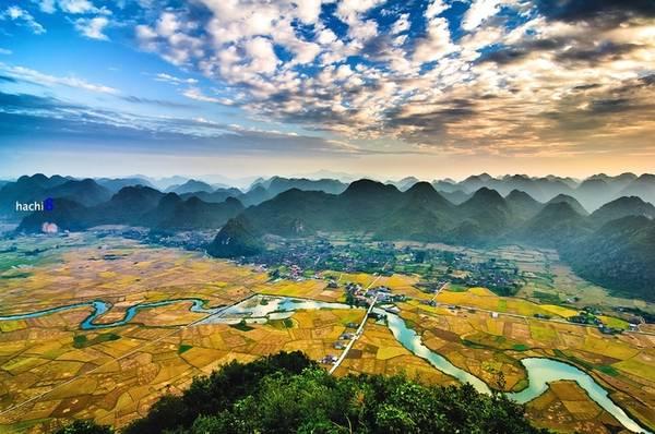 Thung lũng Bắc Sơn do địa hình bằng phẳng và thời tiết thuận lợi nên lúa ở đây được trồng chia thành 2 vụ mùa. Lúa chín vàng sẽ rơi vào tầm cuối tháng 7 và giữa tháng 11.