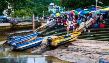 Tamu Kianggeh là một khu chợ trời giản dị, khác xa với vẻ xa hoa chúng ta thường nghĩ về cuộc sống ờ trung tâm thủ đô Badar Seri Begawan. Ảnh: vagabondwithfamily