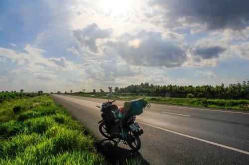 老挝 -   - 泰国通过闸门轴承柬埔寨摩托车的方式