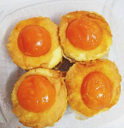 Nhiều du khách đến Vũng Tàu đều mua về vài chục chiếc bánh bông lan trứng muối để ăn và làm quà vì quá nghiền. Ảnh: diadiemblog.