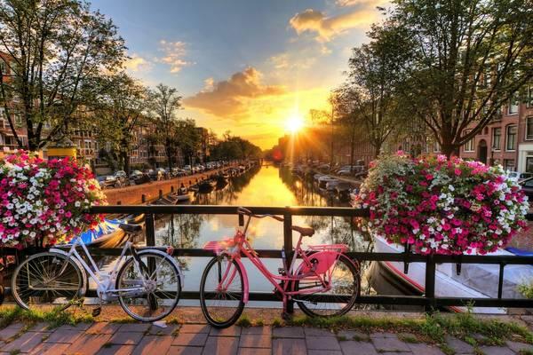Một con kênh xinh đẹp ở Amsterdam. Ảnh: wired.co.uk