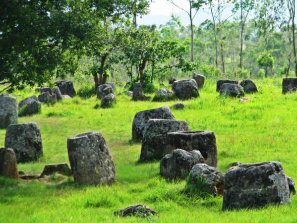Cánh đồng chum ở Xieng Khuangcủa Lào là một địa điểm đầy bí ẩn, rất thu hút khách du lịch của Lào.Ảnh: travelsense.asia