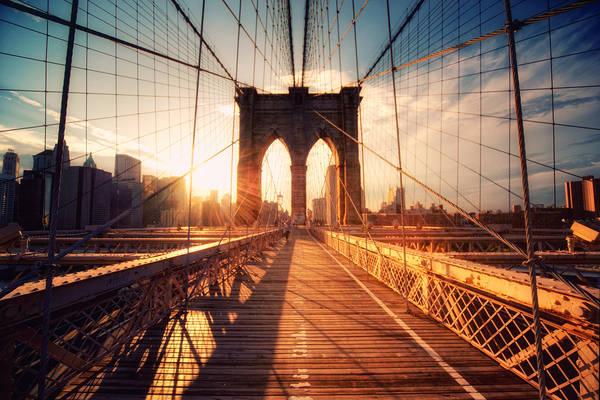 Cầu Brooklyn: Là một trong những những cây cầu tuyệt vời nhất của New York, cây cầu nối Manhattan và Brooklyn được hoàn thành vào năm 1883 và là một trong những cây cầu treo lâu đời nhất ở Mỹ. Tới đây, bạn có thể đi dạo trên cây cầu và ngắm nhìn toàn cảnh của thành phố. Ảnh: Flickr.com