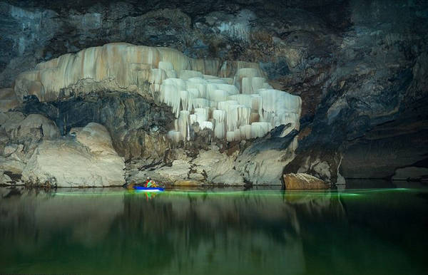 Chèo thuyền kayak, khám phá động thực vật, dạo bộ trong hang là những trải nghiệm không thể bỏ lỡ.