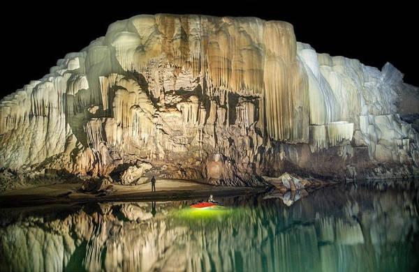 Ở một số nơi trong hang, ngọc trai được tìm thấy có đường kính là 32cm.
