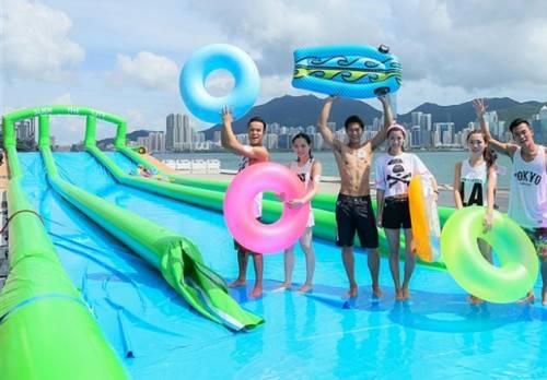 Hệ thống đường trượt ba làn ở Hong Kong dài tới hơn 300 m. Ảnh: Slide the City.