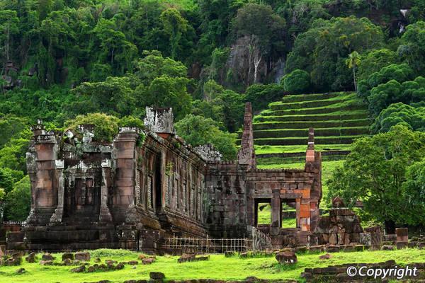 Wat Phu là một quần thể đài bằng đá và là một kỳ công kiến trúc, được xây dựng qua nhiều thế kỷ.Ảnh: visit-mekong.com