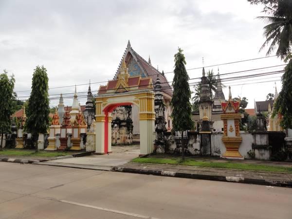 Ngôi chùa cổ nguy nga này nằm trong lòng thủ phủ Savanakhet. Ảnh: champaholidays.com