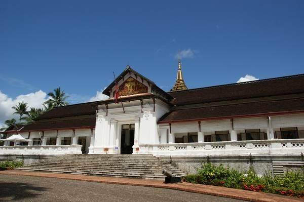 Viện bảo tàng quốc gia Cộng hòa dân chủ nhân dân Lào, vốn chính là Hoàng cung Vương quốc Lào thuở xa xưa. Ảnh: en.wikipedia.org