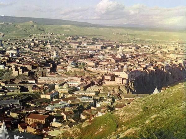 Vào đầu thế kỷ 20, Tbilisi - thủ đô của Gruzia được biết đến như một phần của Nga với tên gọi Tiflis. Nó được sáp nhập vào nước này vào năm 1801 và trở thành thủ đô của Gruzia độc lập năm 1991.