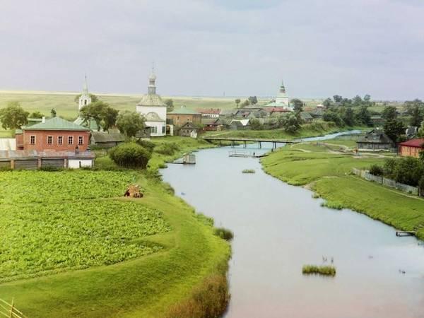 Phố cổ Suzdal, trên sông Kamenka, Bắc Moscow, được chụp năm 1912.