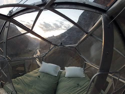 Công ty Natura Vive Skylodge là đơn vị cung cấp dịch vụ ngủ đêm trên vách đá dựng đứng của thung lũng Sacred, Peru. Các phòng nghỉ đặc biệt này được đưa vào phục vụ những người có can đảm ngủ trên cao, ngay tại trung tâm của nền văn minh Inca xưa.