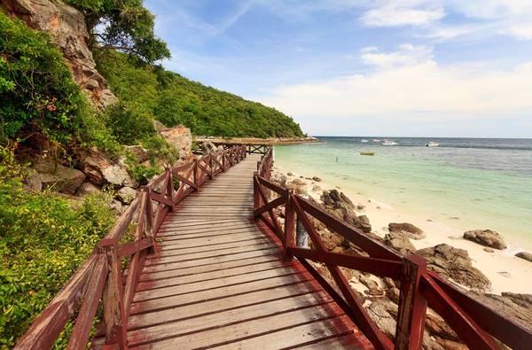 Đảo Koh Larn hay còn gọi là đảo san hô là một trong những địa điểm thu hút khách tham quan nhiều nhất tại Thái Lan.Ảnh: bangkok.com