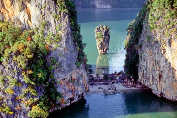 Đảo James Bond là một trong những hòn đảo nổi tiếng nhất tại vịnh Phang Nga.Ảnh: globalgrasshopper.com