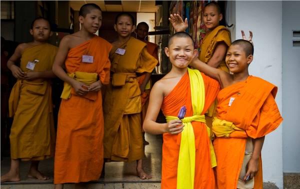 Không xoa đầu người khác dù đó là trẻ em, đối với người Thái đầu là nơi thiêng liêng nhất.Ảnh: globaltravelwriters.com