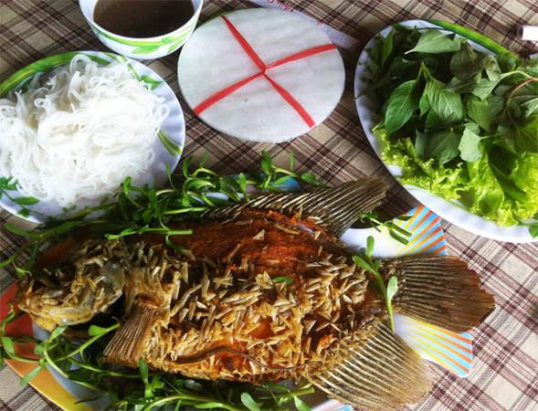 Cá tai tượng chiên xù góp mặt trong bàn nhậu của dân Vĩnh Long. Ảnh: tapchigiadinh.com.vn