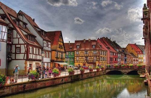 Colmar còn được biết đến là vùng trồng nho nổi tiếng ở Pháp