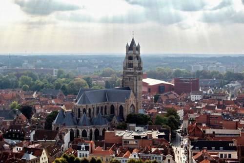 Bruges là một trong những thành phố có từ thời Trung Cổ được viếng thăm nhiều nhất ở khu vực Tây Âu