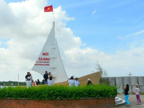 Chinh phục cột mốc tọa độ cực Nam - Cột mốc tọa độ cực Nam luôn là mục tiêu nhiều du khách mong muốn được chinh phục trong hành trình khám phá Việt Nam. Bởi nỗi lòng lắng xuống.